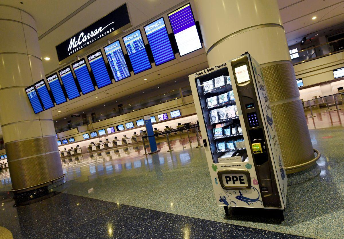Los aeropuertos de Estados Unidos reabren con nuevas reglas y protocolos de higiene