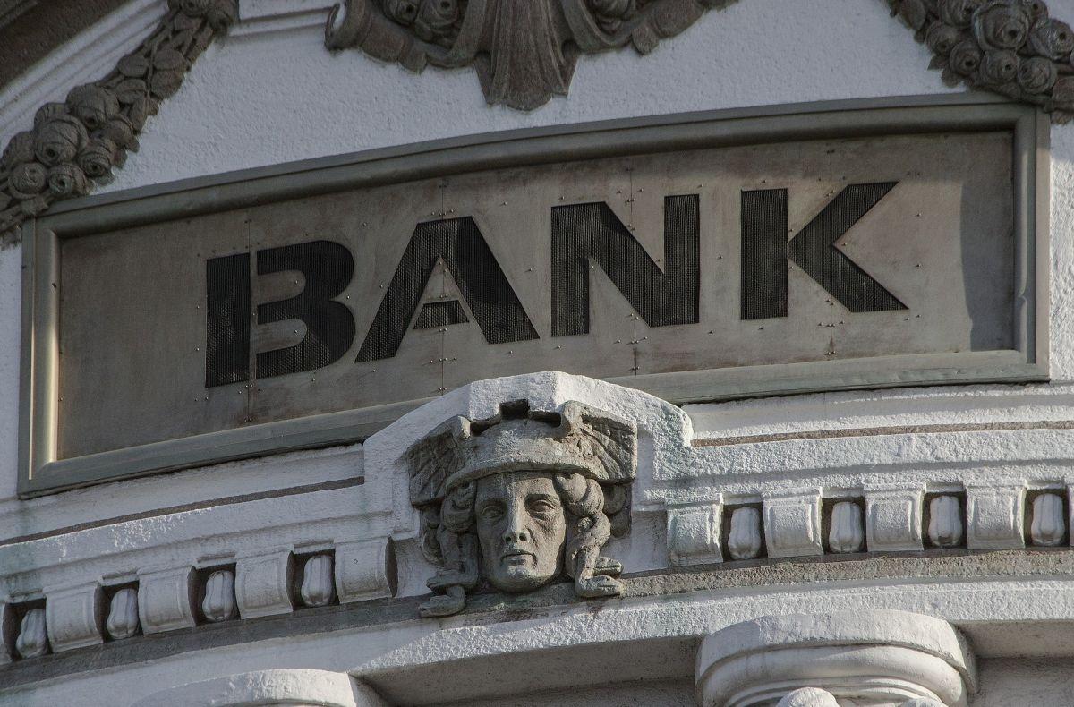 Compara las comisiones en tus transferencias bancarias.