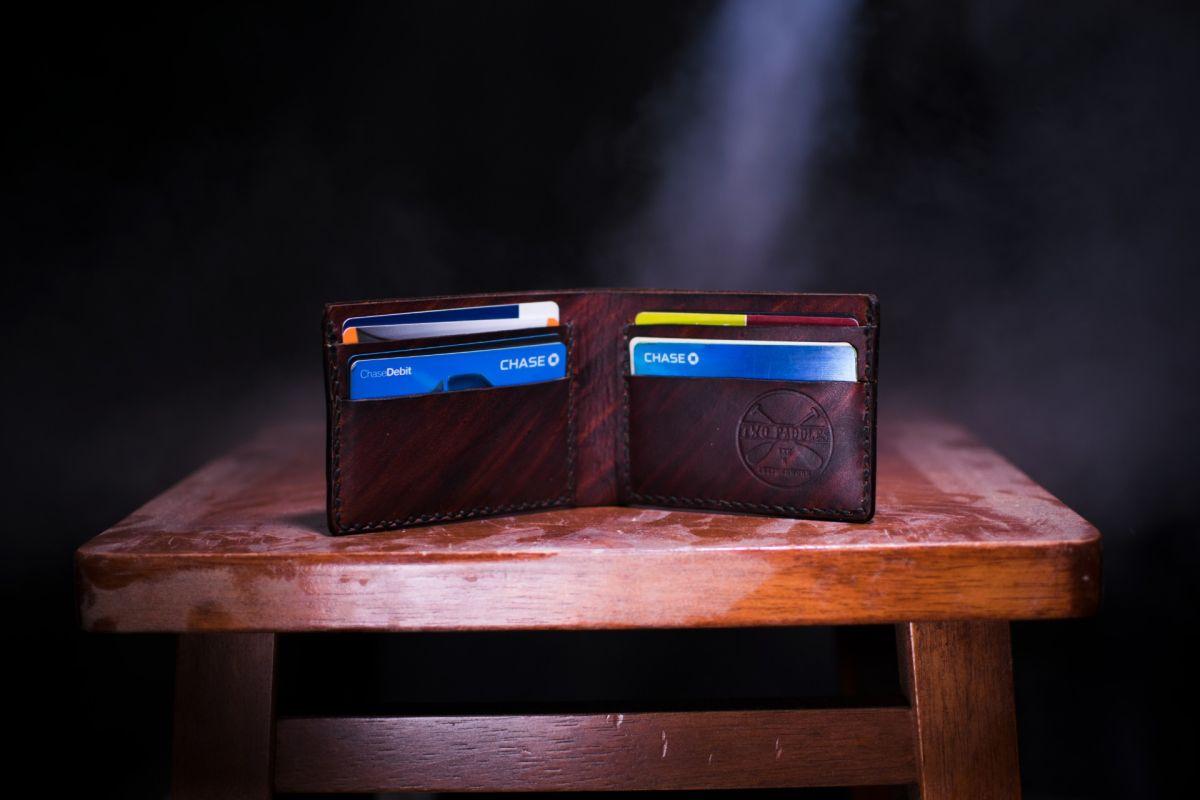 Puedes juntar la deuda de tus tarjetas de crédito y préstamos personales en un solo pago para mejor tu puntaje de crédito.