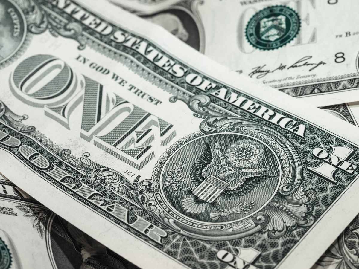 No importa quién gane las elecciones presidenciales, el dólar se mantendrá débil: cómo eso afectará tu bolsillo