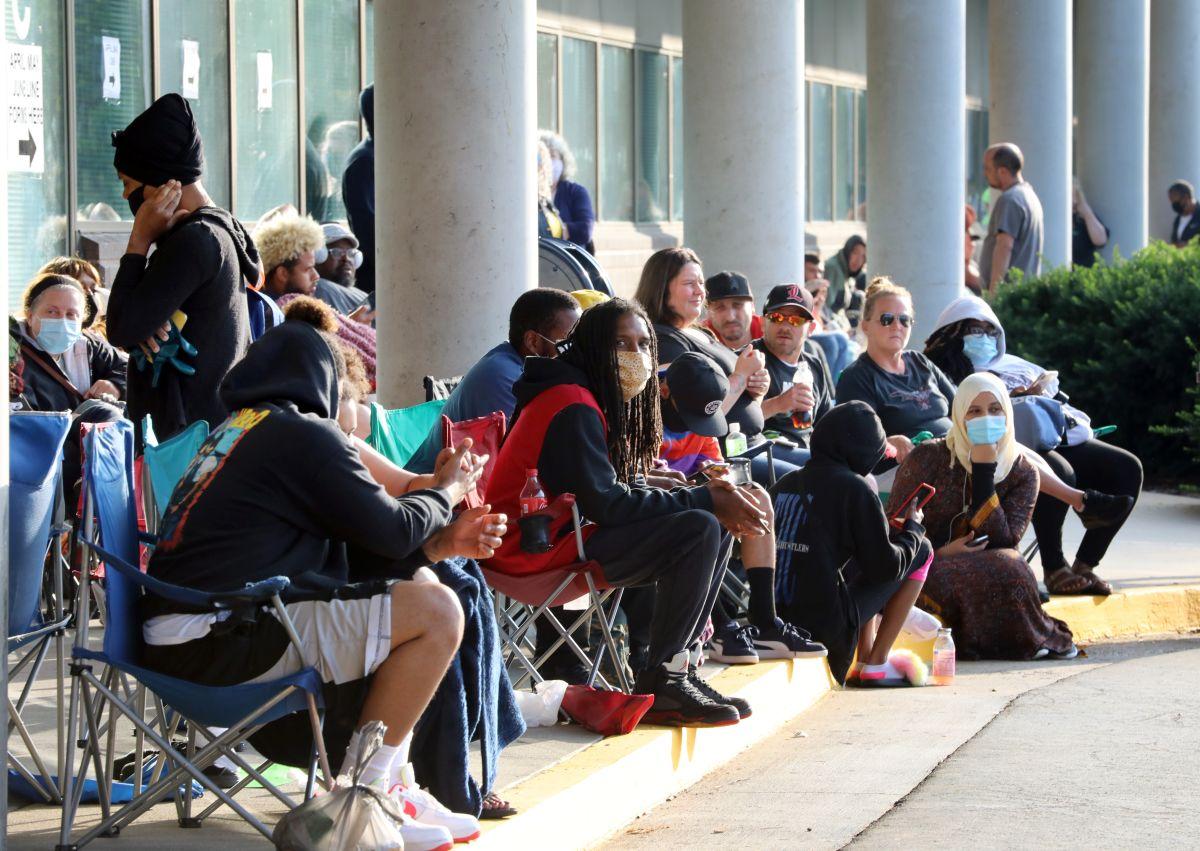 Retroceso: solicitudes semanales de ayuda por desempleo superan otra vez el millón