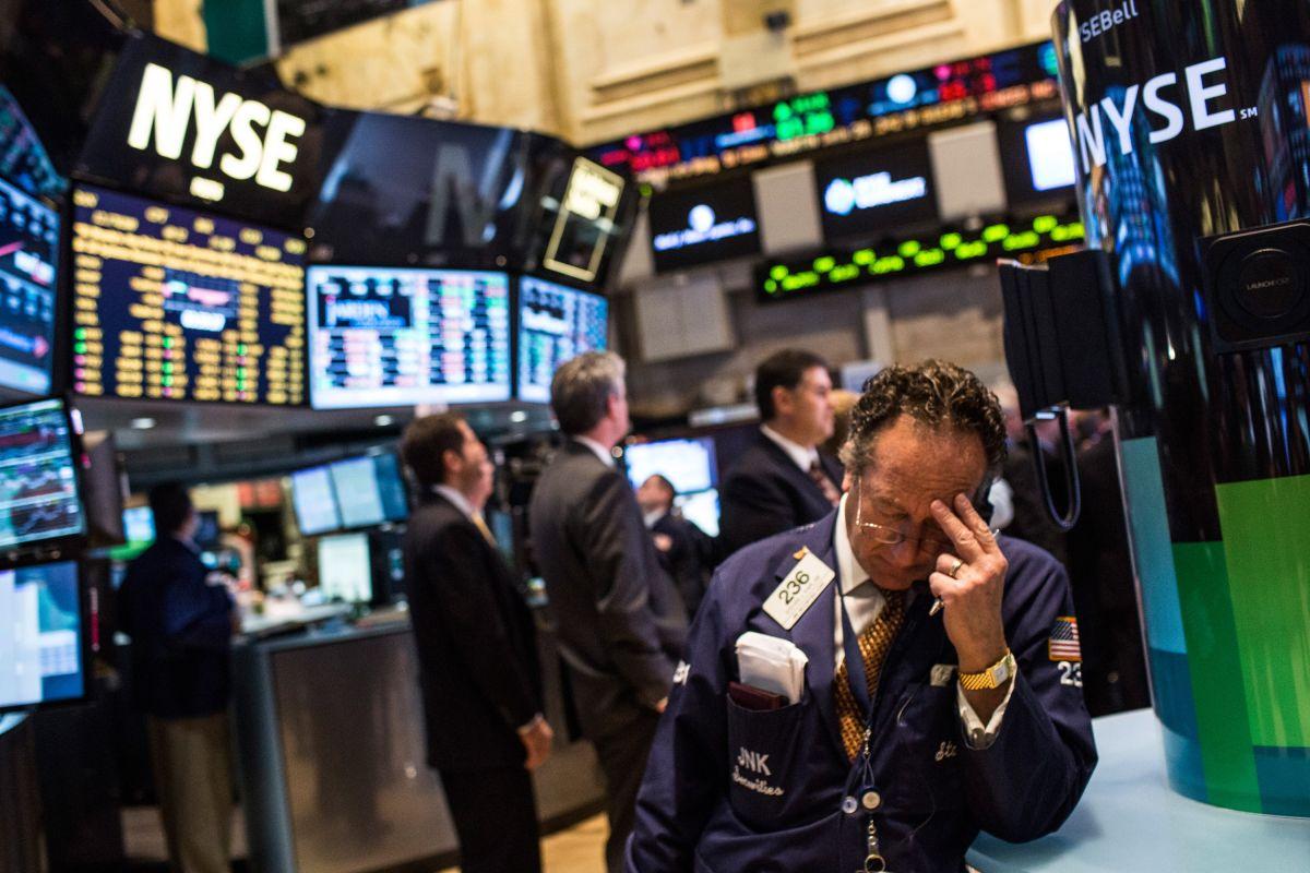 El mercado neoyorquino sufrió un duro tropiezo este jueves ante la incertidumbre por un rebrote del coronavirus.