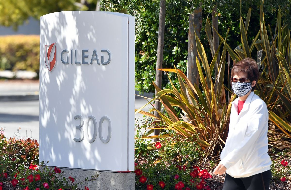Gilead Sciences fija en $2,340 dólares el precio del antiviral que ayuda a tratar el COVID-19
