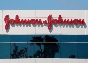 Autoridades piden detener la vacuna de Johnson & Johnson después de complicaciones presentadas en seis mujeres