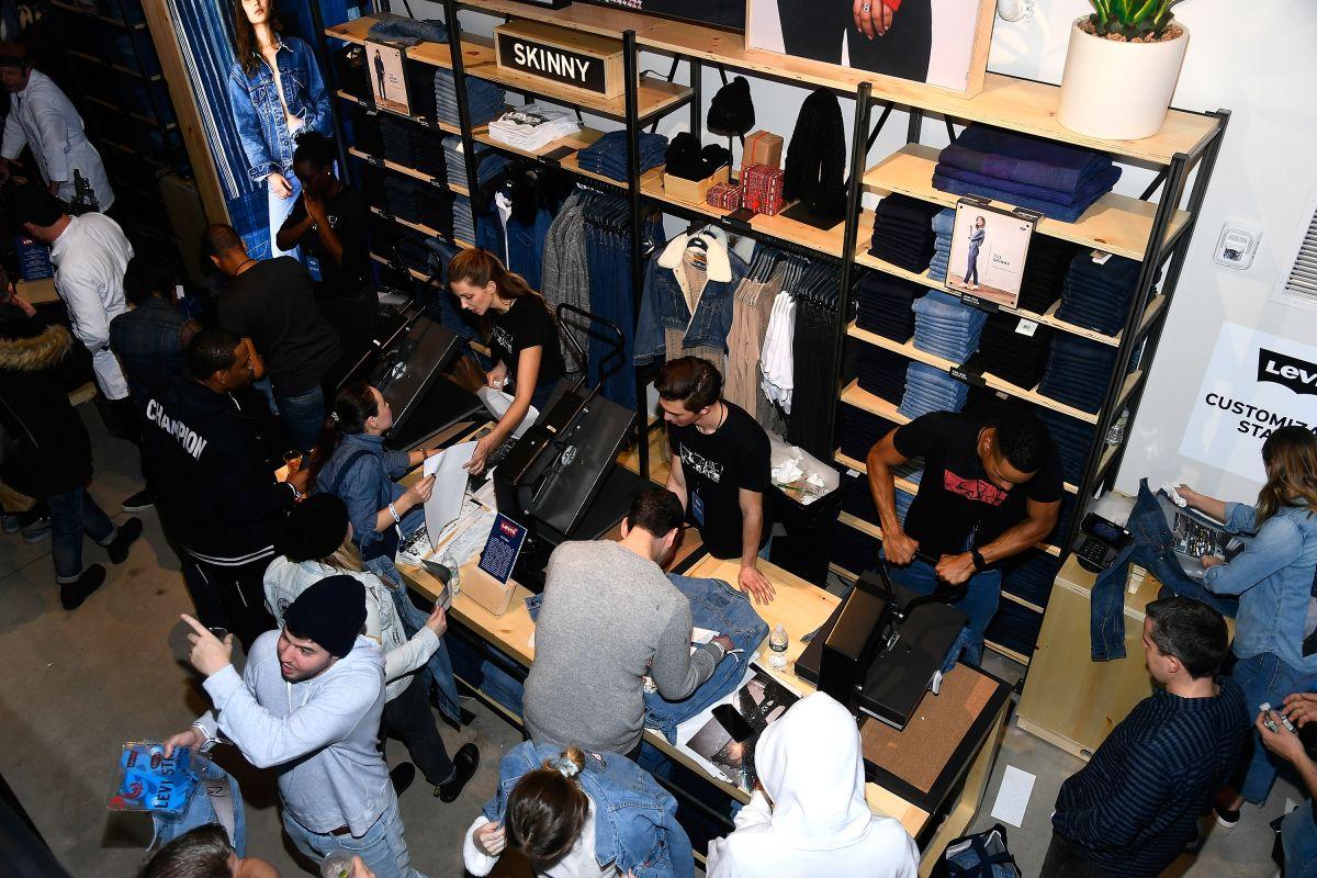 Consigue jeans Levi's con hasta 50% de descuento en Amazon
