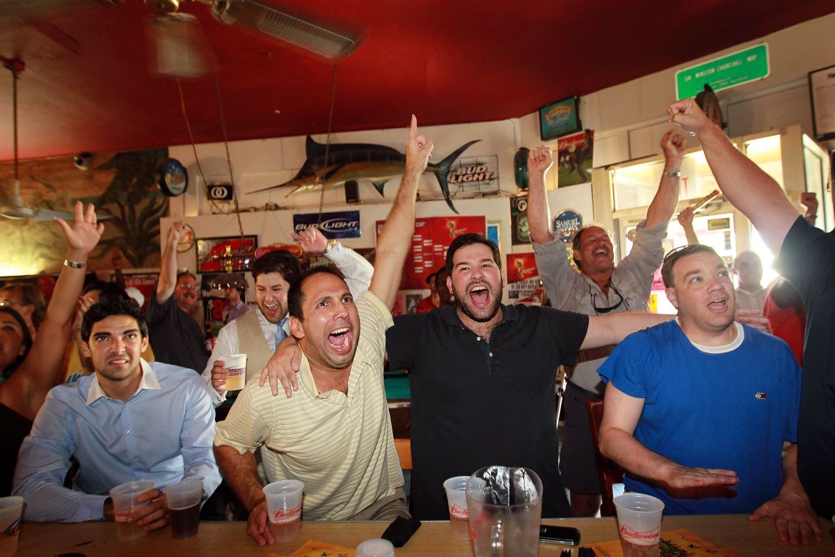 Florida prohíbe la venta de alcohol en bares tras el repunte de contagios