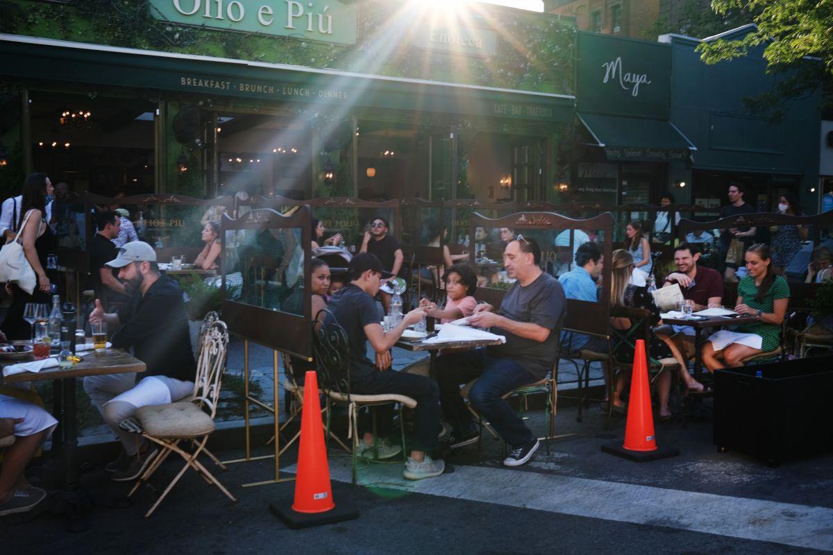Nueva York podría retrasar el servicio al interior de los restaurantes