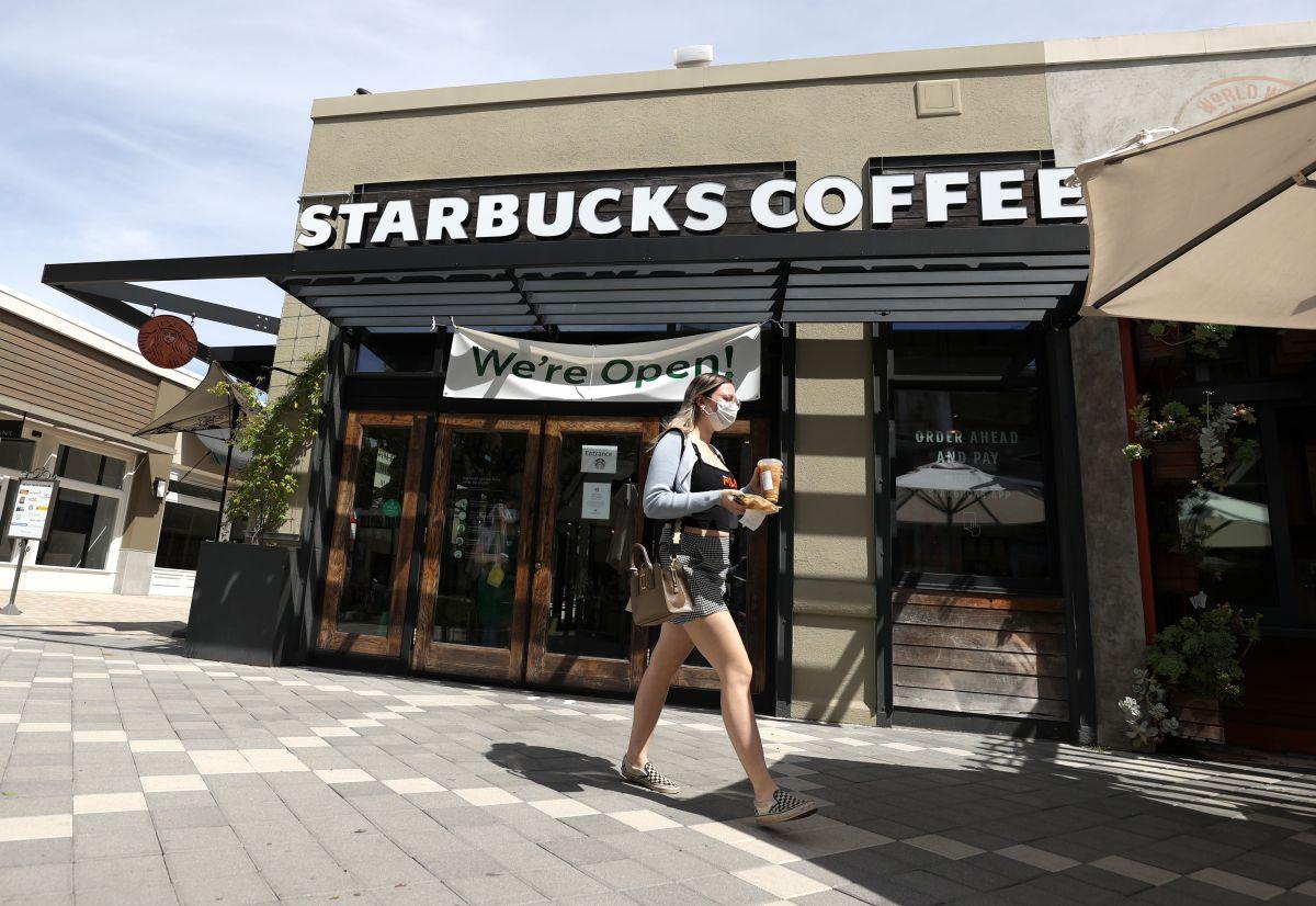 Starbucks también pausa su publicidad en Facebook