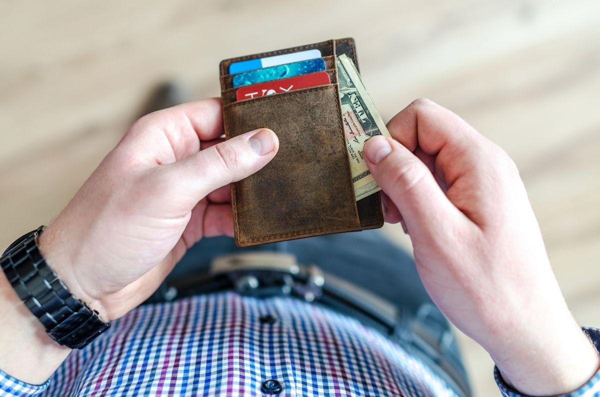 ¿Es mejor hacer las compras diarias con efectivo, crédito o débito?
