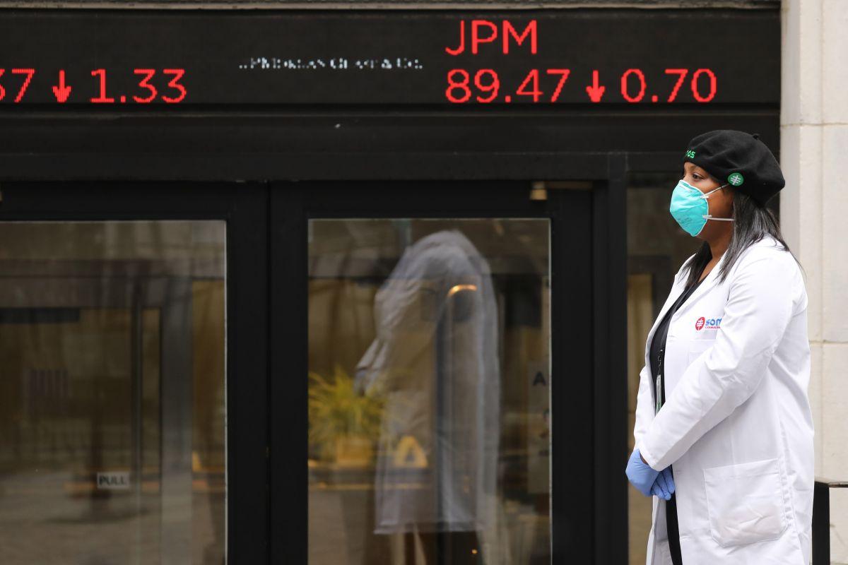 Temor a un nuevo brote de coronavirus y perspectivas negativas de la Reserva Federal desploman el Dow Jones