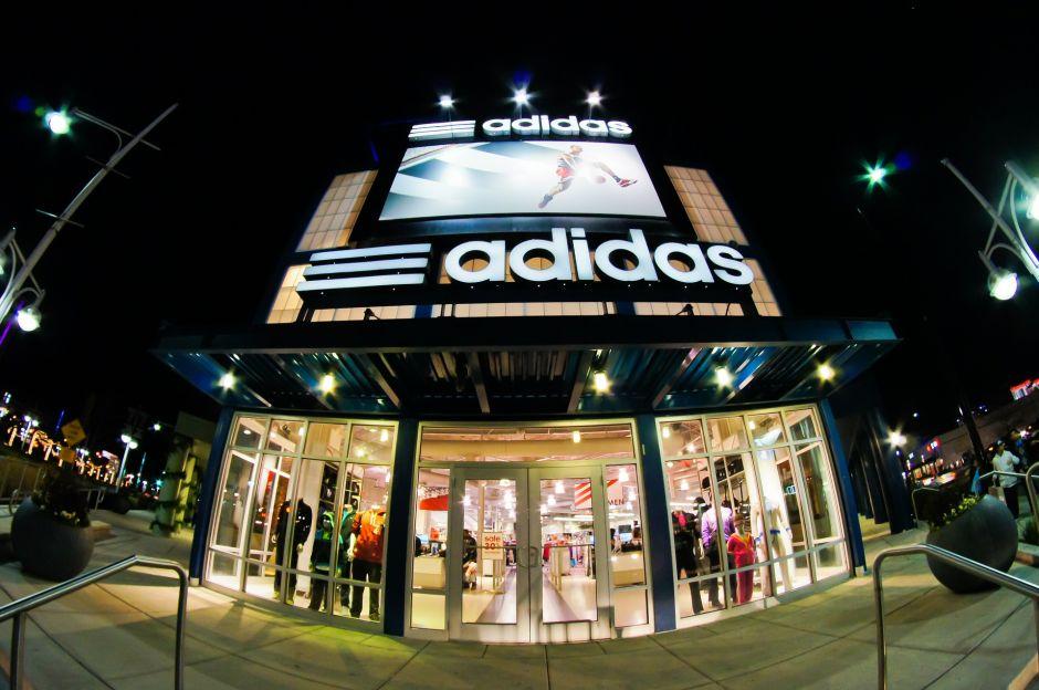 Adidas reservará plazas exclusivas para dar empleo a latinos