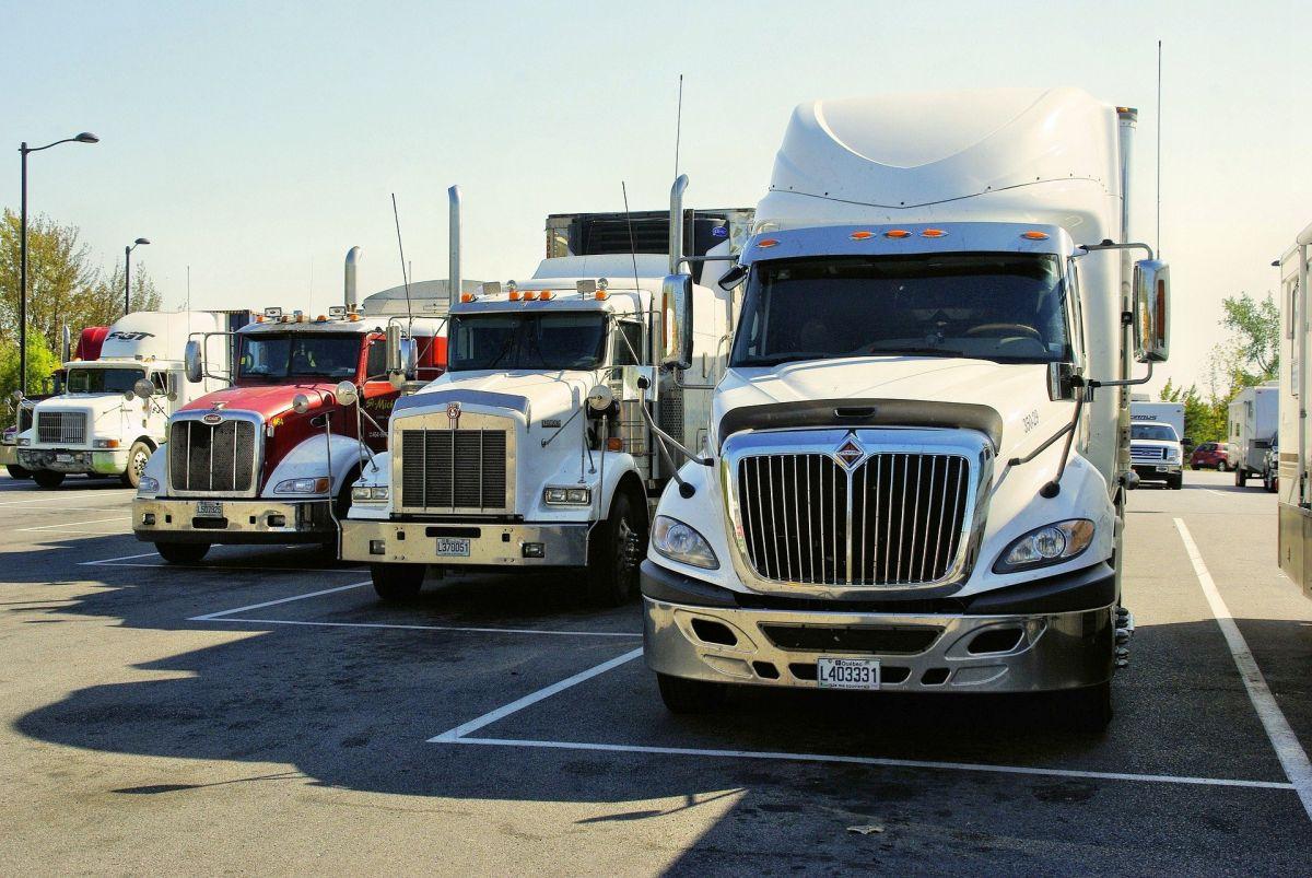 Por qué manejar un camión es una excelente salida laboral