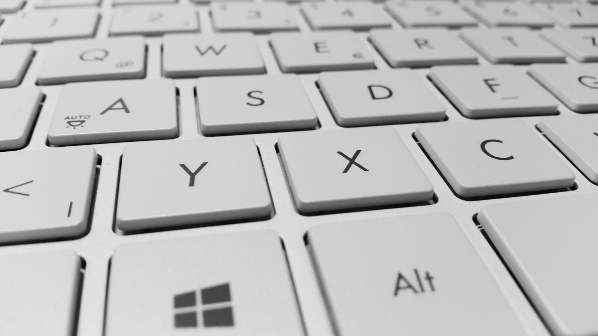Antes de comprar tu computadora, considera tanto los requerimientos que necesitas para trabajar como el valor de la misma.