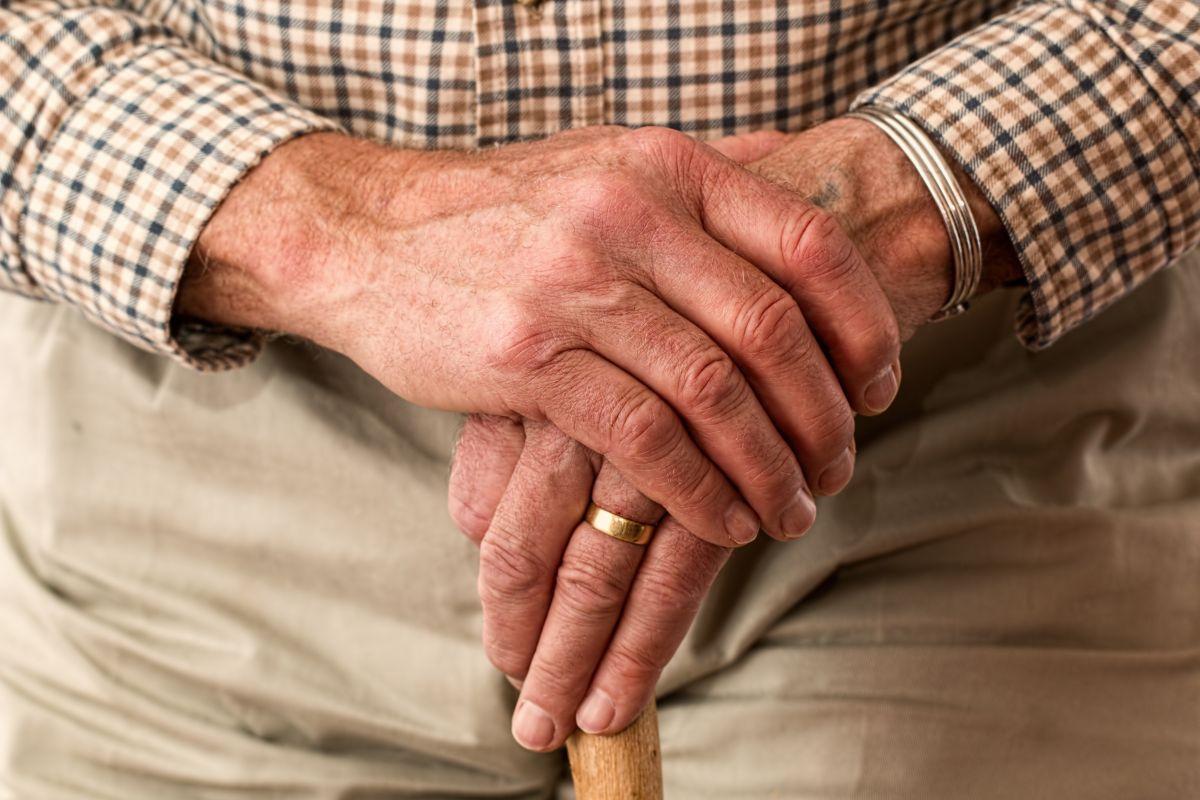 Las 10 estafas más comunes de las que son víctimas las personas mayores