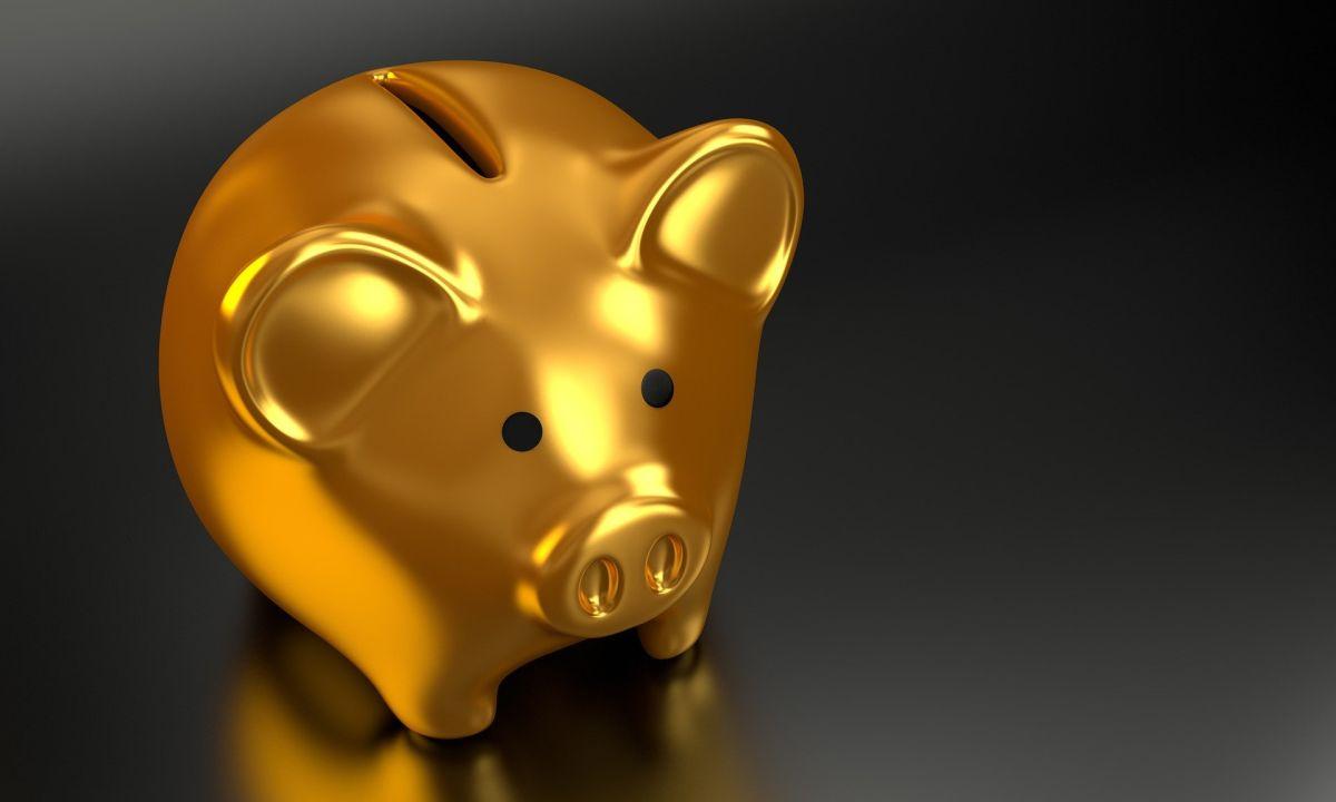 El dinero que depositas en el 401(k) quedará exento de pagar impuestos federales, hasta el momento en que el dinero sea retirado.
