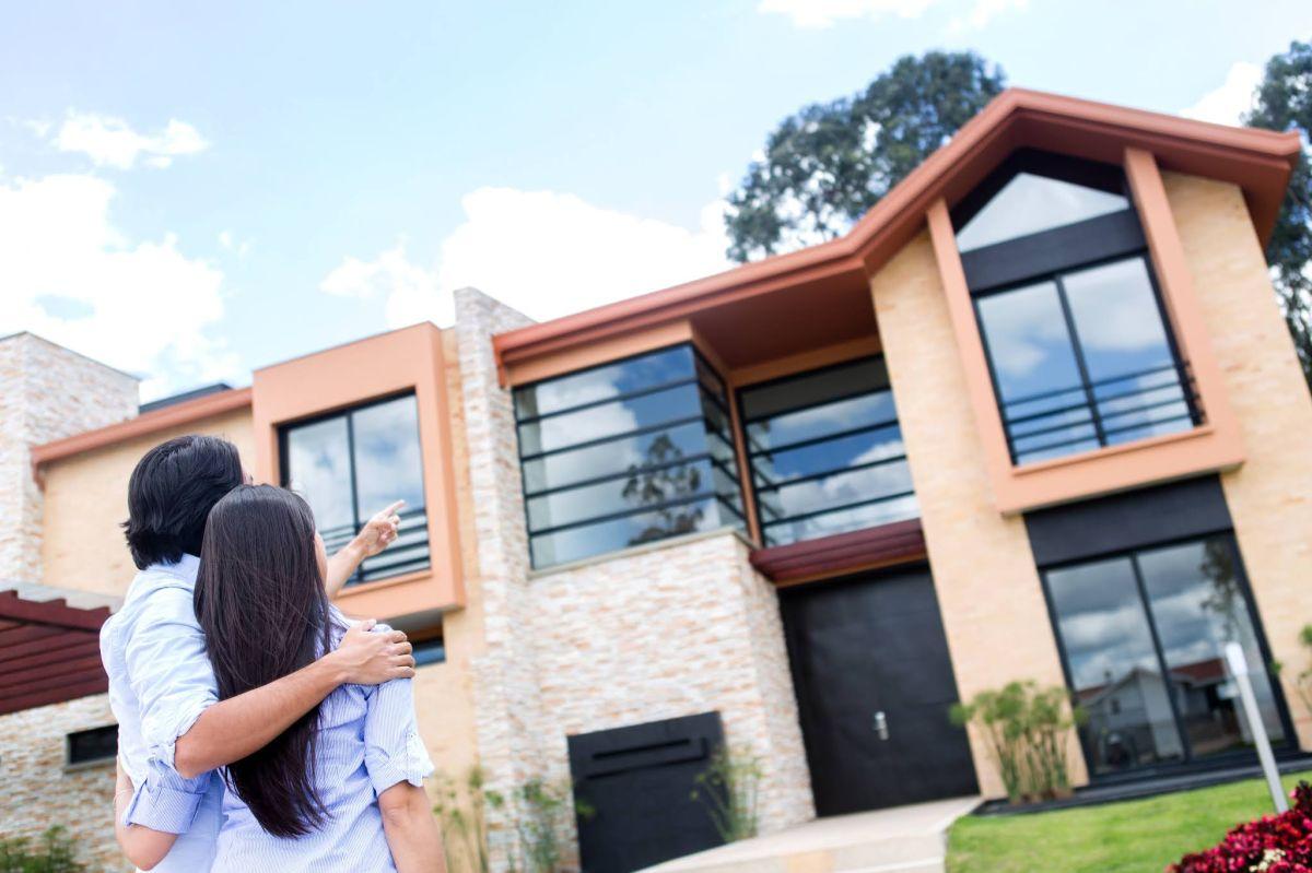 Comprar casa es una de las decisiones financieras más importantes en la vida de cualquier persona.