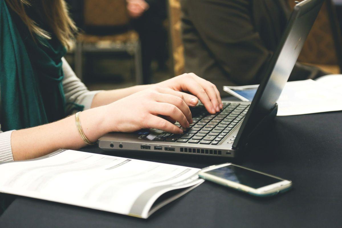 Empleados podrían no volver a la oficina, aseguran compañías tecnológicas