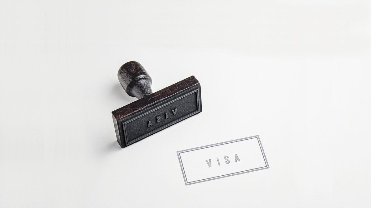 ¿Qué significa la suspensión de visas de trabajo en Estados Unidos y a quién afectará?