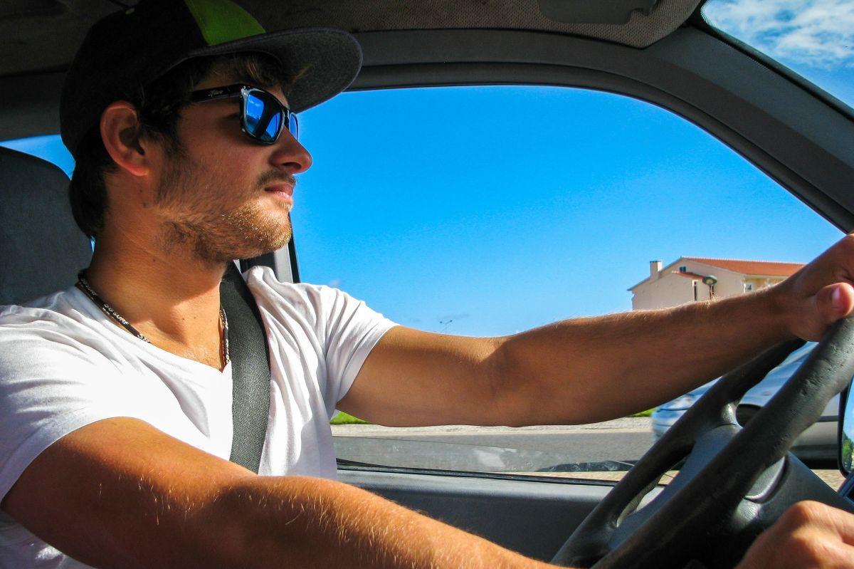 Cómo enfriar rápidamente el auto sin encender el aire acondicionado