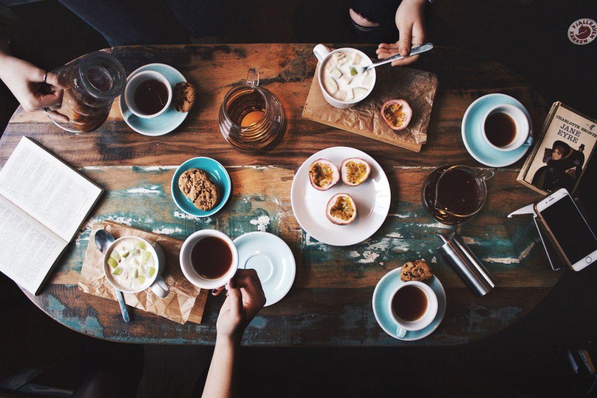 Un almuerzo es uno de los gastos más frecuentes que podrías evitar para ayudar a tus finanzas personales.