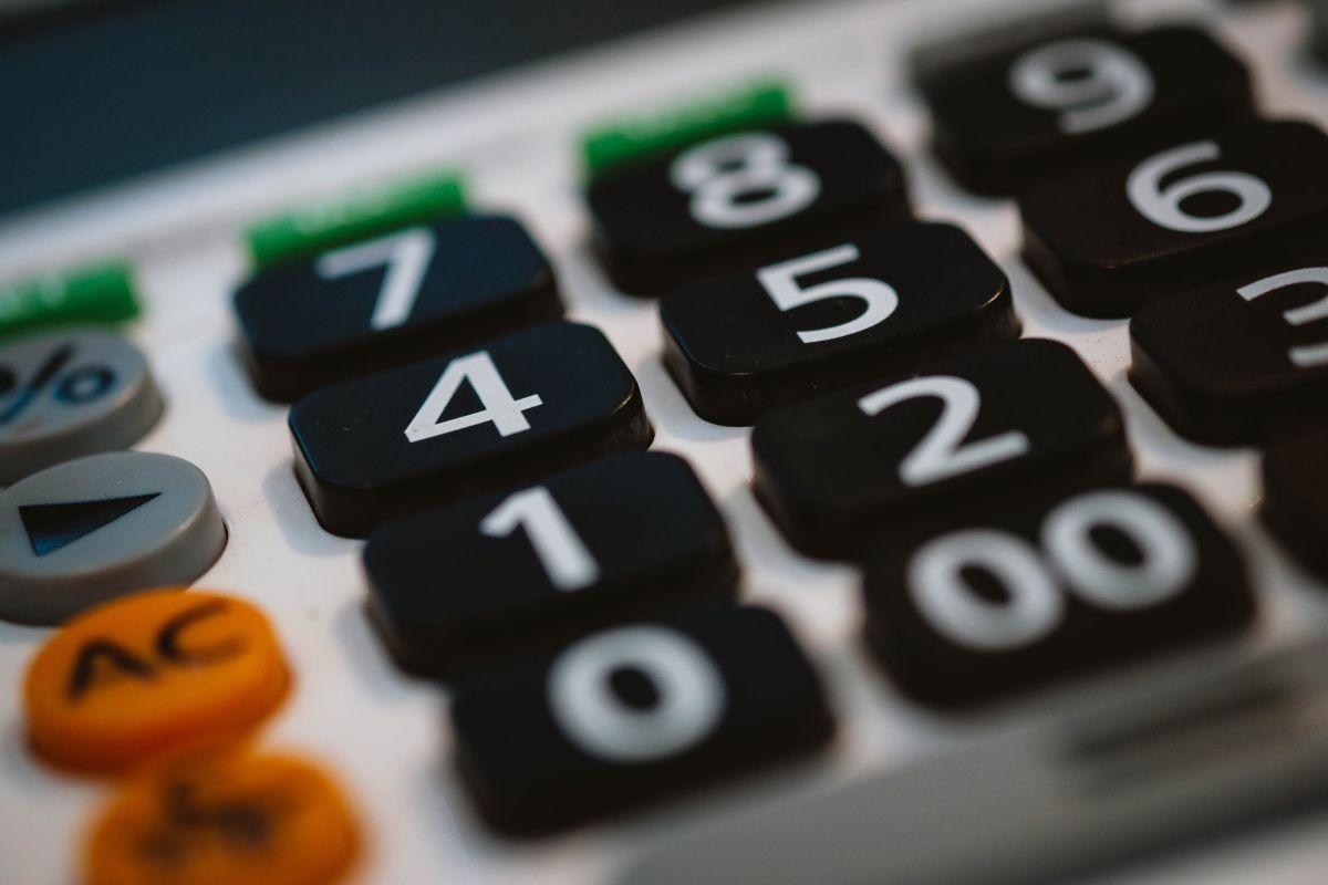 Ahorra con la ayuda de una calculadora de presupuesto 50/30/20