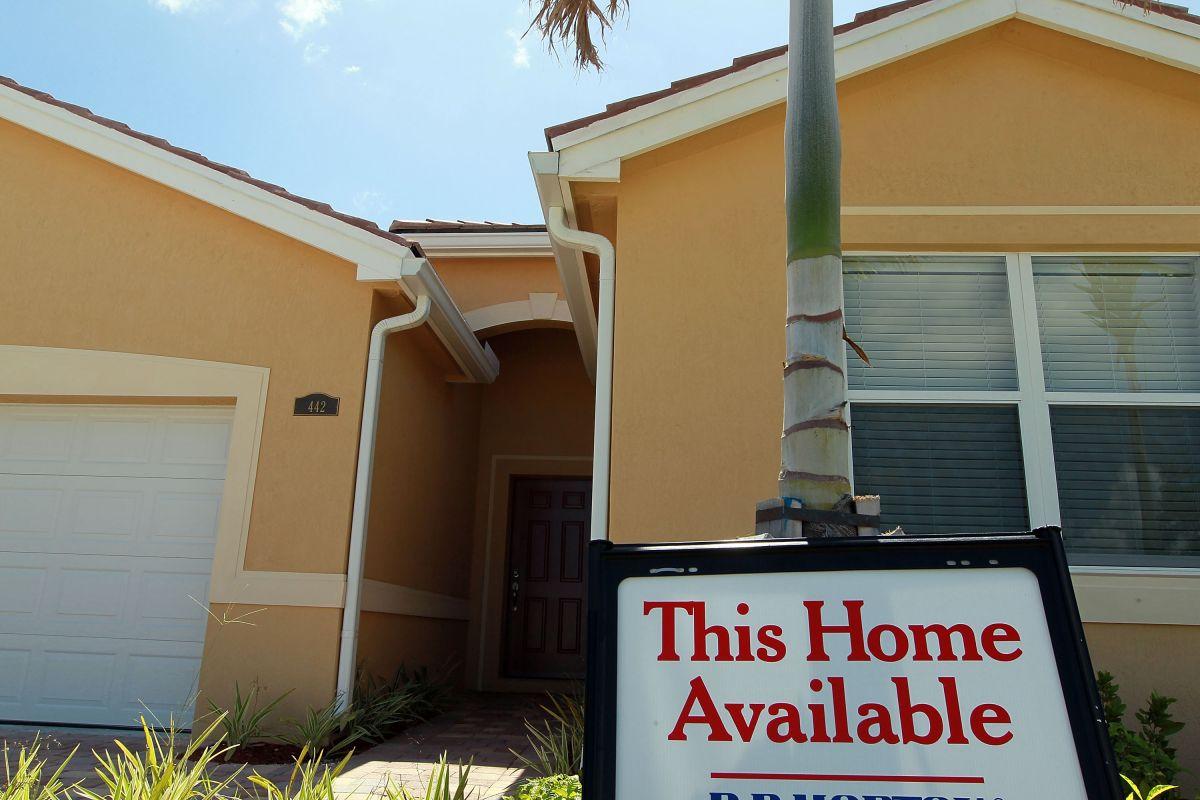 Venta de casas usadas sube 21% en junio en Estados Unidos