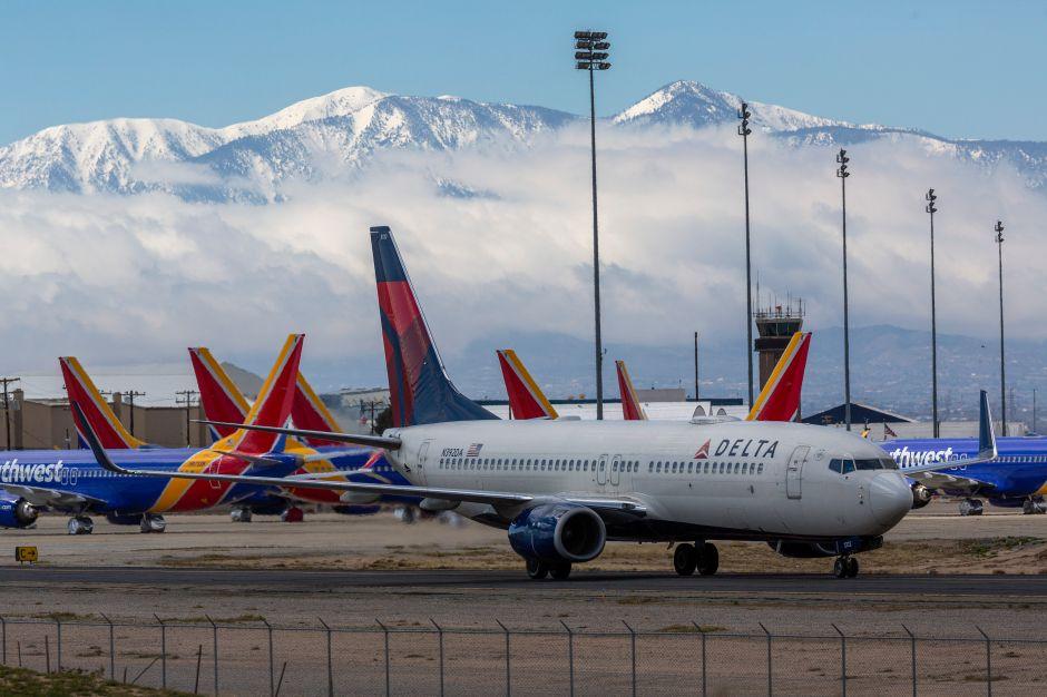 El regreso a la normalidad en la aviación: ¿Los asientos intermedios vacíos evitan el contagio de COVID-19?