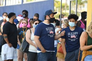Aire libre. Las personas que hayan recibido sus vacunas completas podrán salir a la calle sin mascarilla cubrebocas