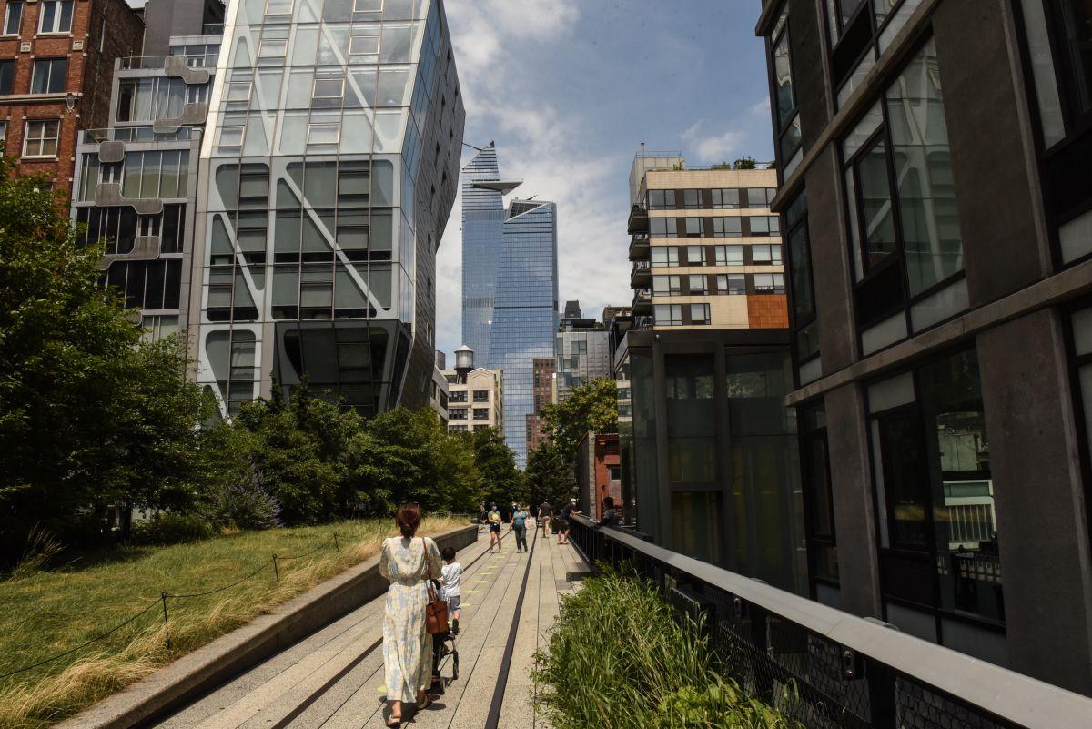 La gente pudo caminar de nuevo en High Line Park.