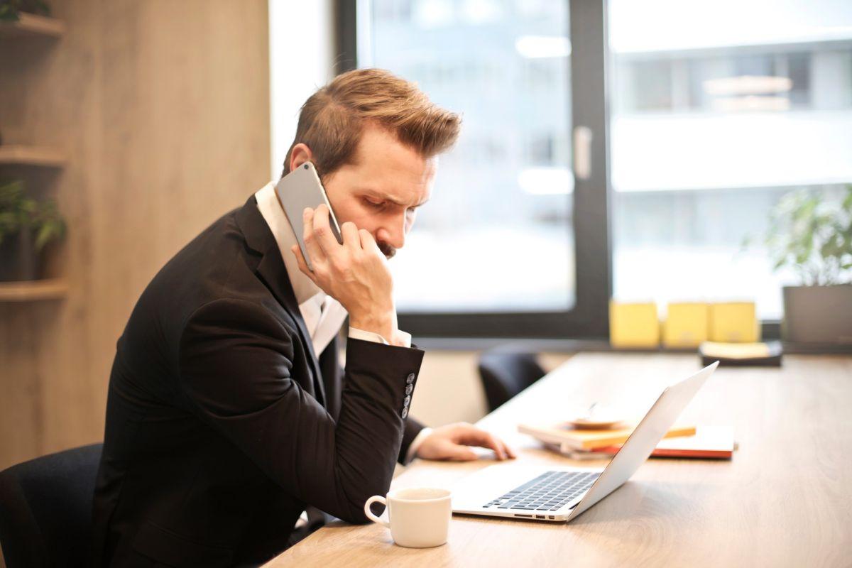 Puedes llamar por teléfono para cancelar tu tarjeta de crédito, luego de hacer otros pasos previos.