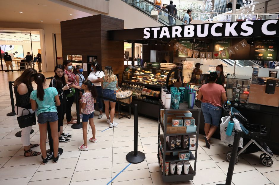 A partir del 15 de julio será obligatorio usar mascarilla al entrar a un Starbucks