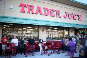 """Adiós a """"Trader José"""": Trader Joe's retirará del mercado empaques de comida con estereotipos raciales"""