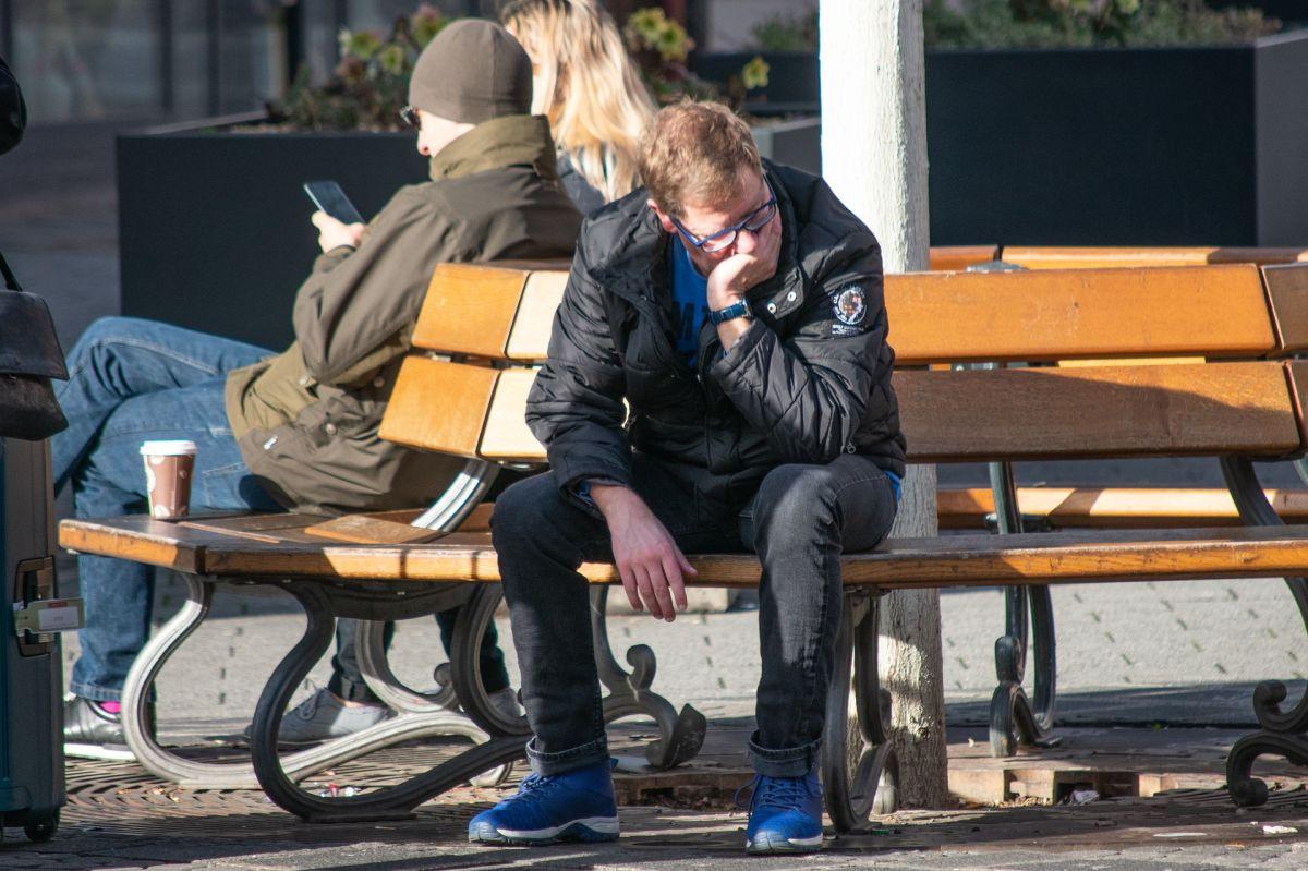 Temor a nuevos brotes de COVID-19 mantiene solicitudes por desempleo arriba del millón