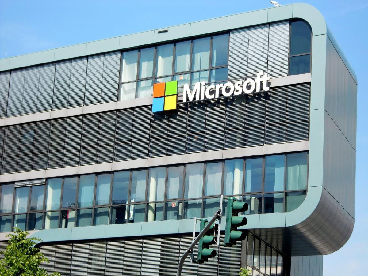 Microsoft quiere que encuentres trabajo y estos son los cursos gratuitos que impartirá online para que lo logres