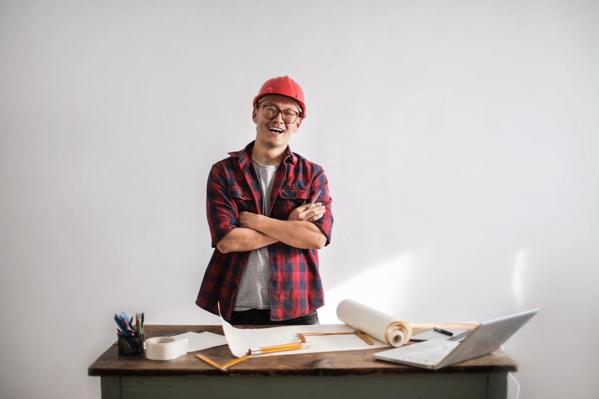 10 trabajos que pagan más de $20 dólares la hora y no necesitas título universitario