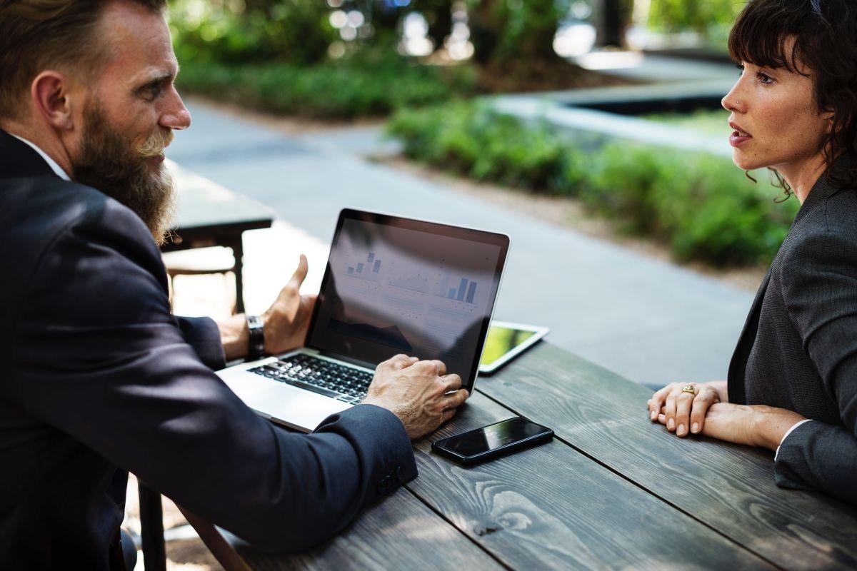 6 beneficios de tener en el trabajo un líder que sabe escuchar