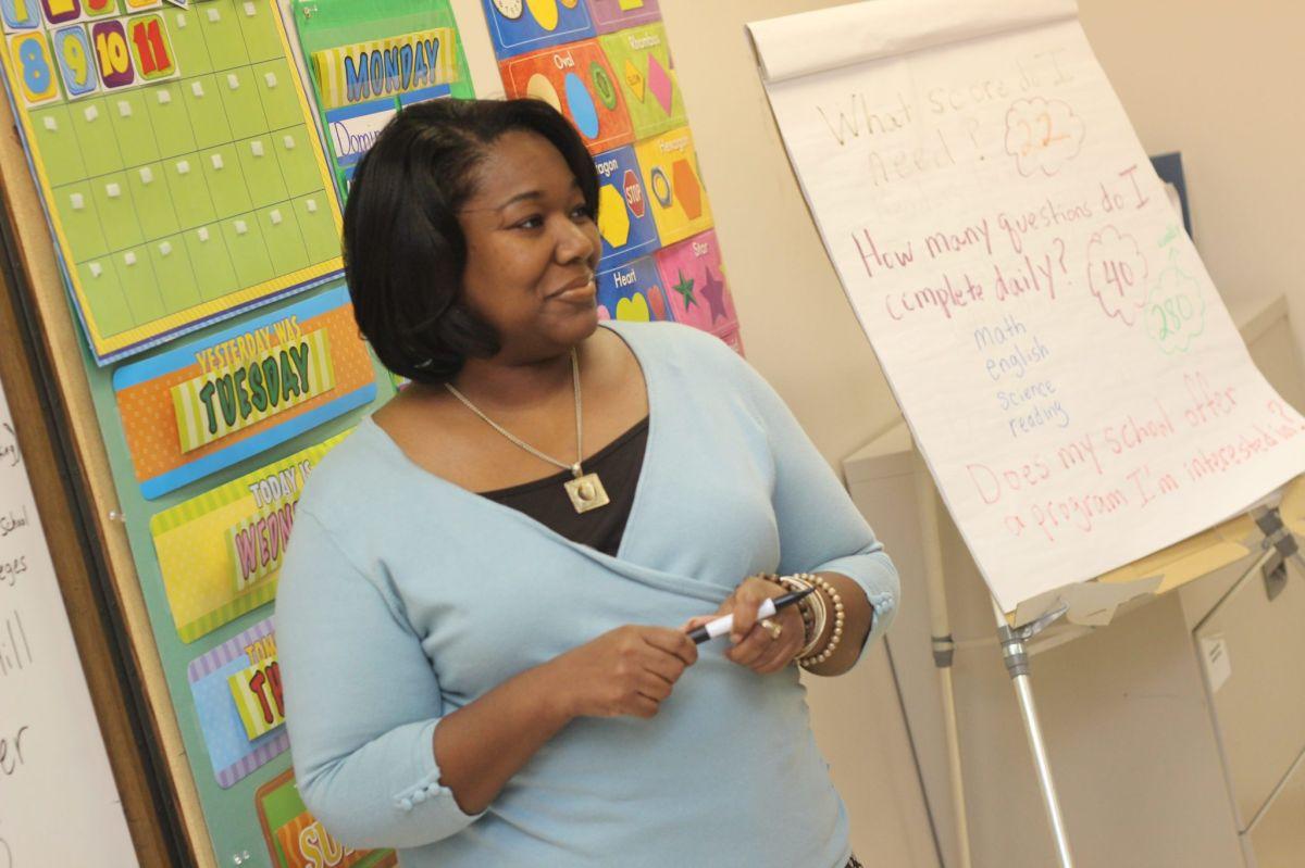 En Estados Unidos, lo queganan anualmentelos maestrosvaría según el estado, la especialización, los años de experiencia, ubicación  y tipo de escuela.