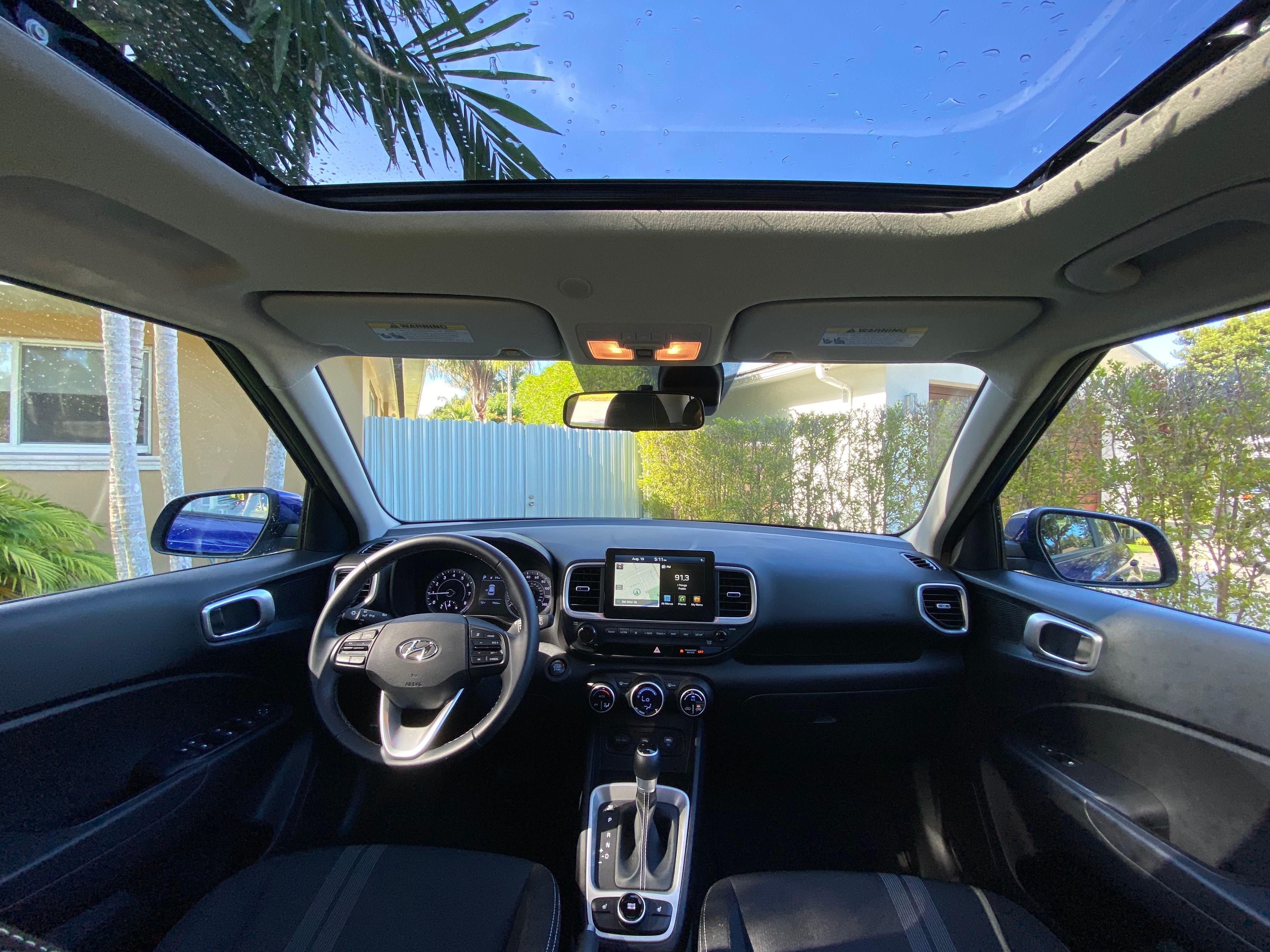 El Hyundai Venue 2020 tiene la lista de equipo estándar más amplia del segmento de los autos compactos. Foto: Javier Mota.