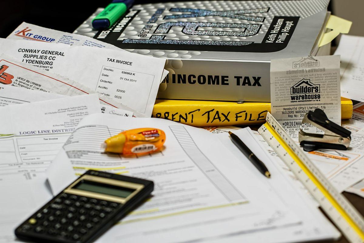Debes estar seguro de que tus declaraciones de impuestos no tengan un error en el IRS para que tu cheque de estímulo llegue con la cantidad correcta.