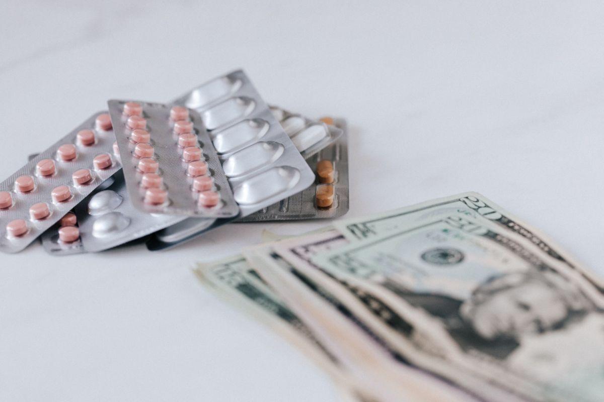 Los altos costos a los que puedes incurrir por la atención médica si enfermas de COVID-19 deberían hacerte más precavido.