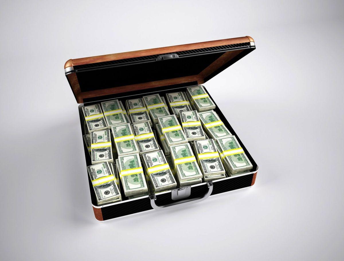 Las 3 claves para administrar tu dinero que podrían convertirte en millonario con un salario promedio