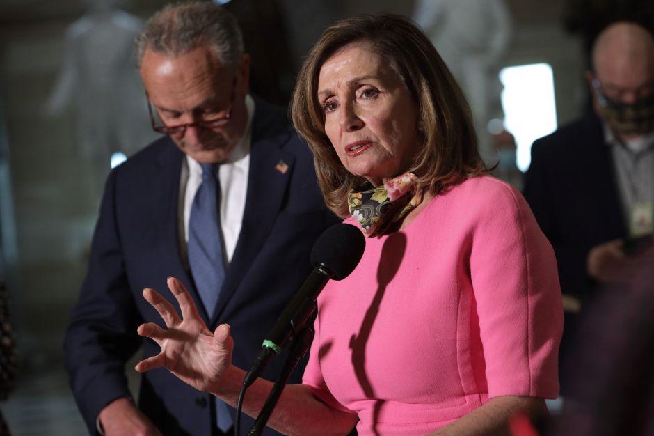 La Cámara aprueba plan de ayuda de $2.2 trillones de los demócratas; aún no hay acuerdo bipartidista