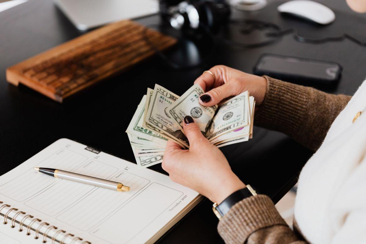 Por qué aprender a hacer un presupuesto de tus gastos es crucial para tu salud financiera, más si ganas poco