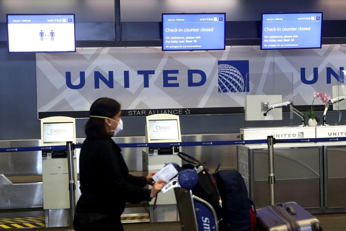 United Airlines elimina tarifas de cambio de boletos en vuelos nacionales para ganar clientes