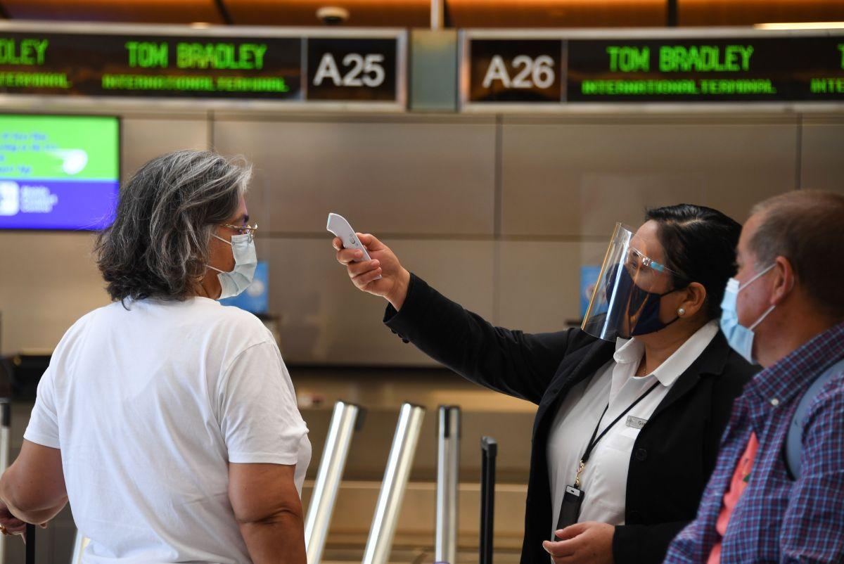 CDC levanta cuarentena de 14 días a viajeros que regresen del extranjero y otros estados