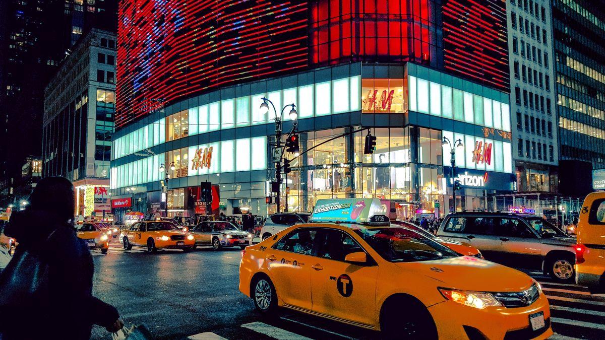 H&M tiene casi 5,000 ubicaciones en todo el mundo en más de 75 países, incluidas las tiendas de Tennessee en Memphis, Collierville, Franklin, Chattanooga y Nashville.