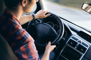 Se investigará si hay prejuicios raciales en las tarifas de los seguros de autos