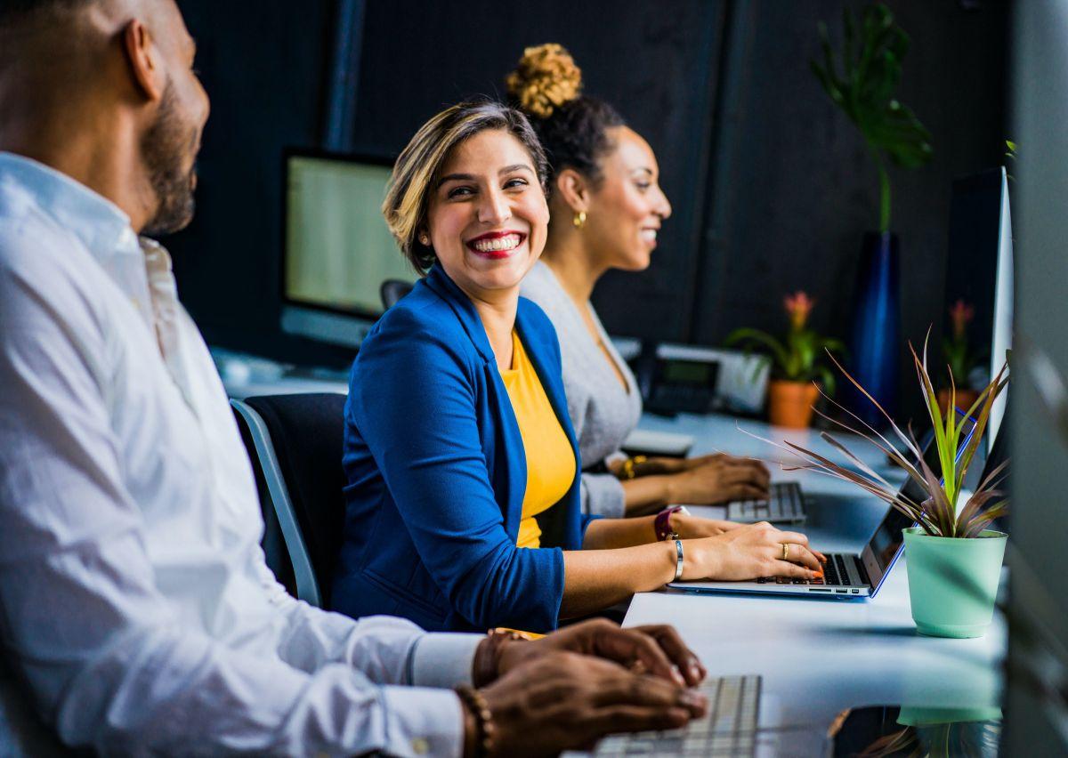 5 compañías reconocidas por contratar latinos