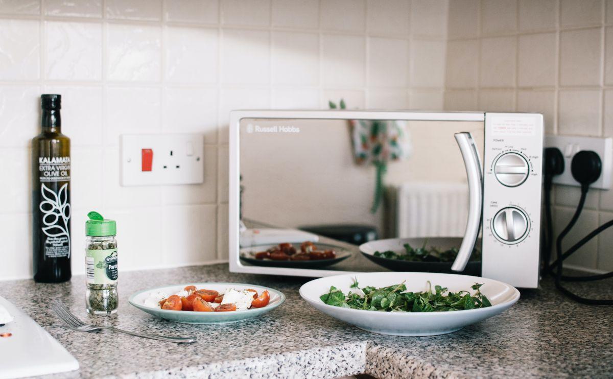 Los 5 mejores hornos de microondas a menos de $50 dólares