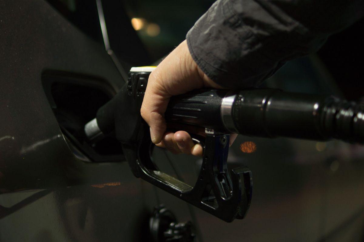 Poca demanda de gasolina mantiene el galón por debajo de los $2 dólares